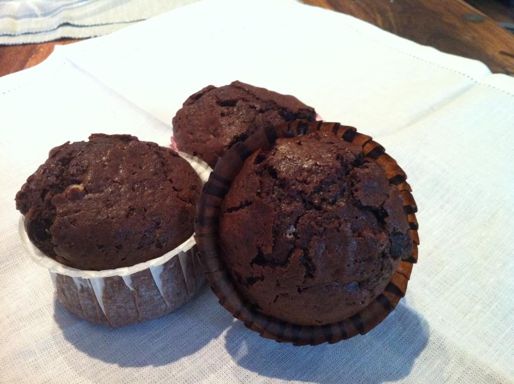 Muffins al cacao con wafers alla nocciola e cioccolato