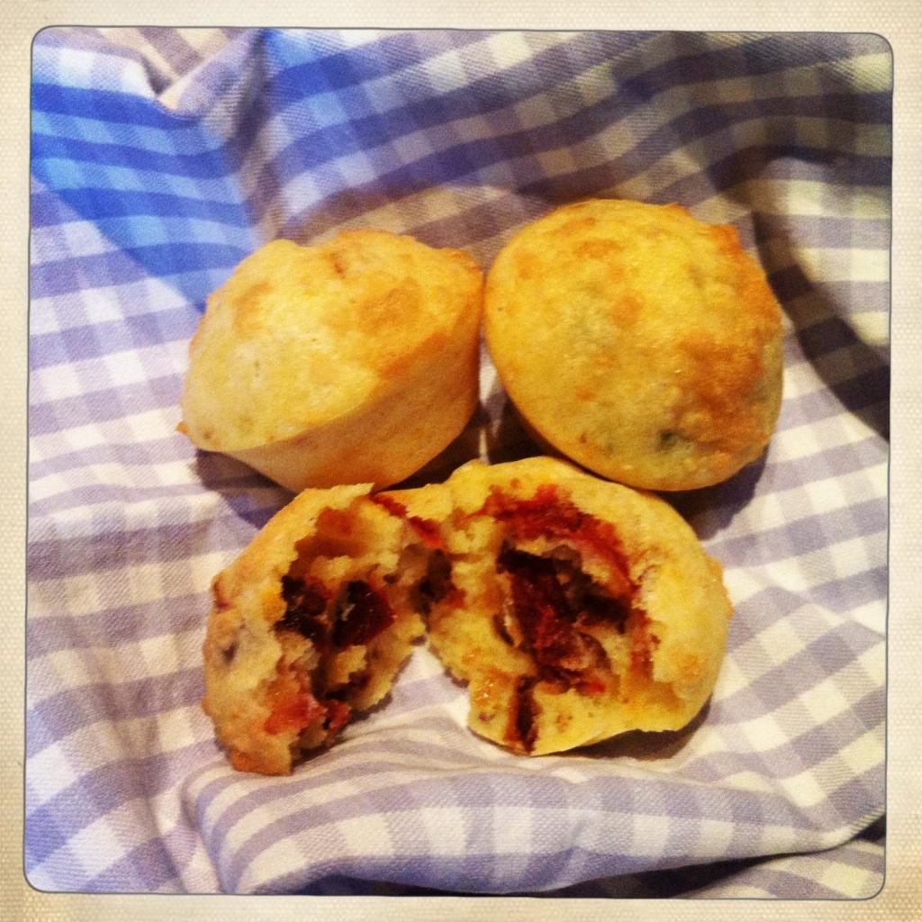 Muffins salati con pomodori secchi e basilico
